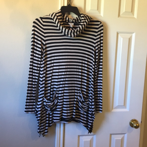 Andrea Jovine Tops - Black and ecru striped hoodie
